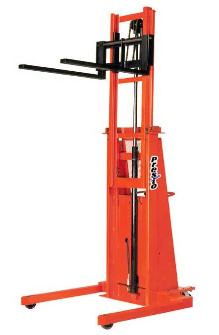 Presto Lifts Straddle Stackers